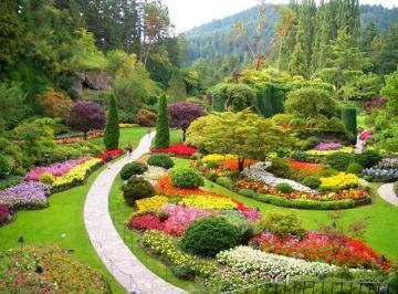 Parklara mevsimlik çiçek düzenlemeleri